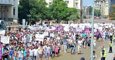 През 2015 г. работодатели и синдикати излязоха на протест заради поскъпването на електроенергията. СНИМКА: 24 часа