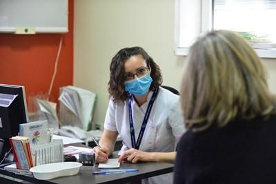 Средно между 8 и 14 дни продължава лечението вкъщи, изписвано от лекарите.