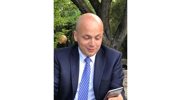 Когато по телевизиите като хлебарка почне да щъка политологическия монстър АнтонийГълъбов-ГеоргиХаризанов и сие