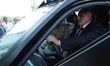 Виж как Бойко Борисов показа шофьорските си умения пред домакините си в Дубай