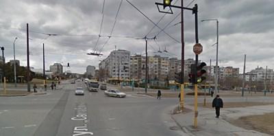 """Инцидентът станал на кръстовището на булевардите """"Константин и Фружин"""" и """"Света Елена"""" в морската столица  СНИМКА: Гугъл стрийт вю"""