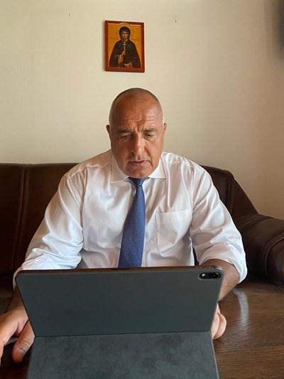 Борисов и членовете на кабинета проведоха извънредно правителствено заседание чрез видеоконферентна връзка.