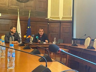 """Новият изпълнителен директор на """"Напоителни системи"""" Димо Чопков, заедно с министъра на зедемелието Христо Бозуков по време на пресконференцията в министерството."""