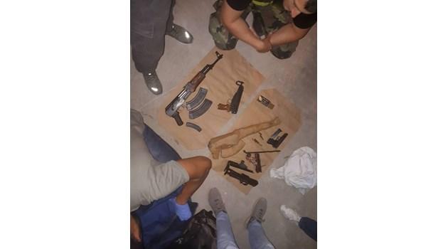 Вижте снимки от разбития склад с оръжие и дрога