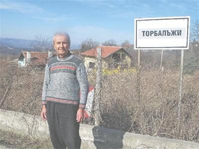 Йордан Христов и още петнайсетина души живеят в Торбалъжи. СНИМКИ: АВТОРЪТ