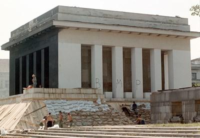 Машина на времето: 21.8.1999 г. Започва взривяването на мавзолея