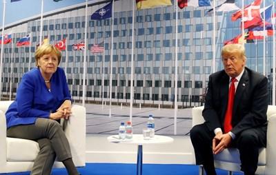 Ангела Меркел и Доналд Тръмп на срещата на върха на НАТО СНИМКА: Ройтерс
