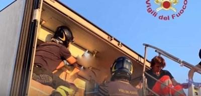 СНИМКА Италиански пожарникари
