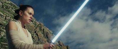 """Кадри от осмия епизод на """"Меджузвездни войни"""", предоставени от дистибуторите у нас. Филмът излиза на екран в петък - заедно със световната премиера."""