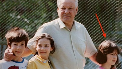 Маша с дядо си Борис Елцин, който е първият президент на Русия. СНИМКА: Личен архив