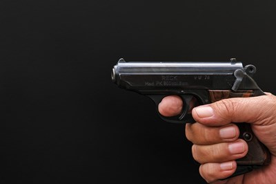 Р.Р. се заканил на младата жена с убийство, като насочил към главата й законно притежаваното си огнестрелно оръжие. Снимка Pixabay