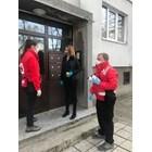 И Фандъкова стана доброволец, купува и носи храна на възрастни хора