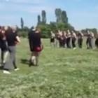 Вижте зловещият бой между агитките на... (видео)
