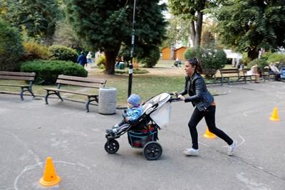 Състезанието с детски колички е изключително атрактивно