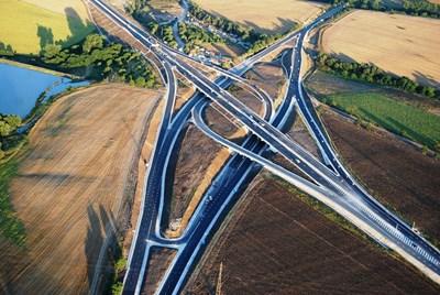 """Пътния възел тип """"диамант"""" при Белокопитово на магистрала """"Хемус"""" е едно от най-сложните пътни съоръжения, изградени у нас през последните години . Той е изграден с идеята в бъдеще да поеме и трафика от магистралата между Русе и Велико Търново, без колите, пътуващи между София и Варна да намаляват скоростта на движение.  СНИМКИ: АПИ"""