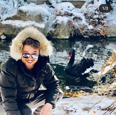 Миро посреща Коледа с черен лебед