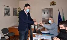 Тотев регистрира листата на ГЕРБ-Пловдив без показност (Снимка)