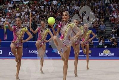 """Златните гимнастички с нова мисия - """"пътни полицаи"""" СНИМКА: 24 часа"""