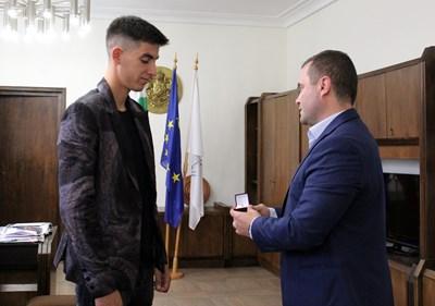 Кметът на града награди гребците  Снимки: Община Русе