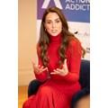 Кейт Мидълтън елегантна в червено на благотворително събитие