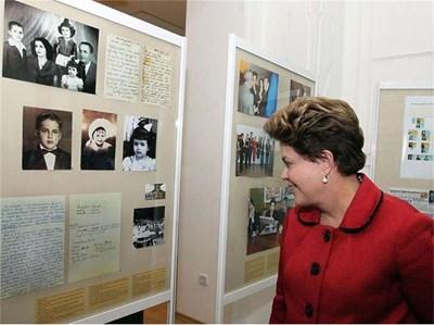 Тя разгледа и изложбата, посветена на рода й, в регионалния истолически музей в Габрово.