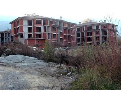 В подножието на Витоша честа гледка са недостроени или празни готови сгради. СНИМКА: ПИЕР ПЕТРОВ