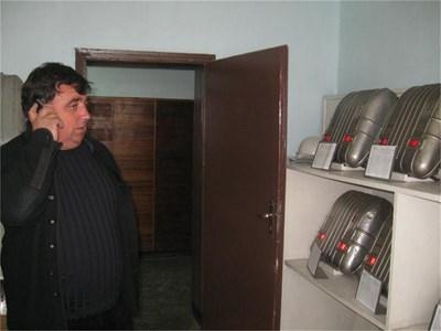 Шефът на минноспасителната служба в Бобов дол Сашо Стоичков разказва за трагедиите през 1997 г.  СНИМКИ: АВТОРЪТ