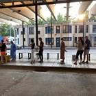 Влизащи в Гърция чакат на Промахон за тестване за коронавирус. СНИМКА: ТЕЛЕВИЗИЯ СИТЕЛ