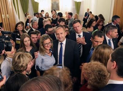 Румен Радев се срещна с българската общност в Лондон СНИМКИ: прессекретариатът на президента