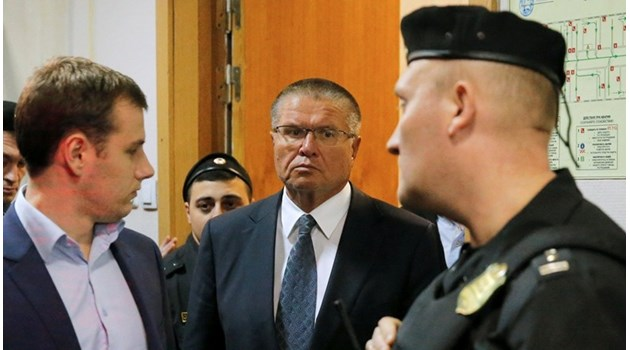 Заловеният за $ 2 млн. подкуп министър, който беше уволнен от Путин предсказал в стихове ареста си