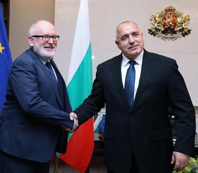Министър-председателят Бойко Борисов разговаря със заместник-председателя на Европейската комисия Франс Тимерманс СНИМКИ: пресслужба на Министерския съвет