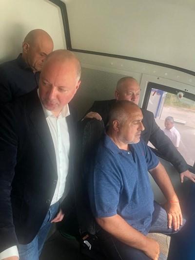 bffef452dbd Борисов се качи на влак, с който ще премине по трасе за скоростно движение,
