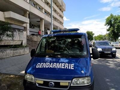 Пред Водната палата има коли на жандармерията