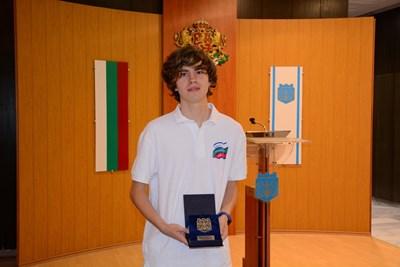 Единадесетокласникът от варненската математическа гимназия Александър Кръстев  СНИМКА: Авторката