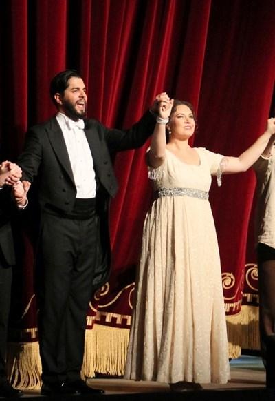 """Въпреки напредналата бременност Соня Йончева пя в """"Тоска"""" на Берлинската опера в началото на май."""