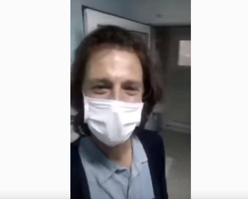 Стилиян Ангелов в кадър от клипа, направен в болничната му стая.