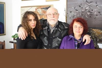 Зорница с родителите си Мирела Иванова и Владимир Зарев