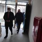 """Директорът на МОБАЛ """"Д-р Стефан Черкезов"""" д-р Стефан Филев показа на здравния министър супермодерното болнично крило, което има топла връзка с основната сграда на стационара. Снимки Авторката"""