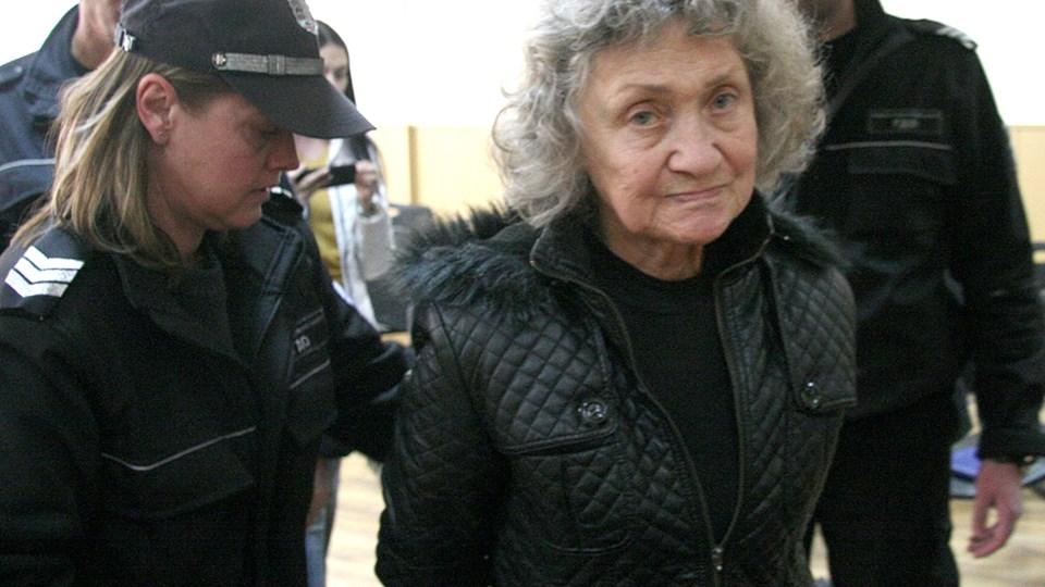 67-годишната Веска се скарала с мъжа си за ключове. Той я ударил с дървен налъм, тя го удушила в банята