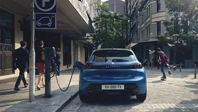 На салона в София Peugeot показва кола, скутер и велосипед на ток (видео)
