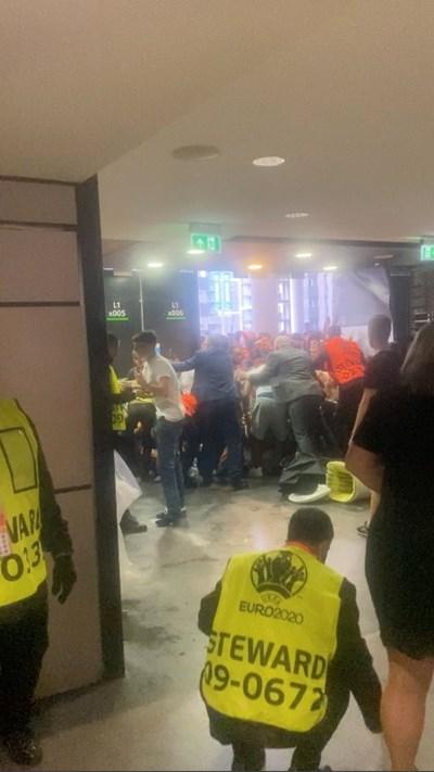 На видеоклип, публикуван в социалните мрежи, група мъже удрят и ритат други хора в коридори на стадиона. Снимки: Ройтерс