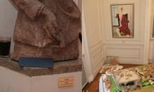 """Виж снимки от още по-скандален гуляй в Националната художествена галерия 8 г. преди """"голямото плюскане"""" на Ода Жон"""