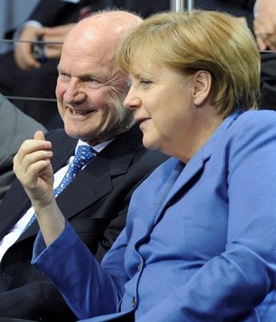 Фердинанд Пих с германския канцлер Ангела Меркел СНИМКА: РОЙТЕРС