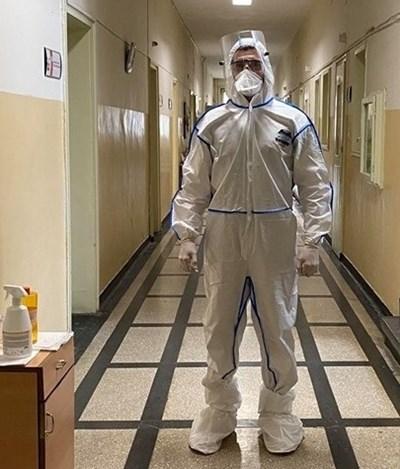 """Студентът по медицина Симеон Личев е доброволец в УМБАЛ """"Свети Георги""""."""
