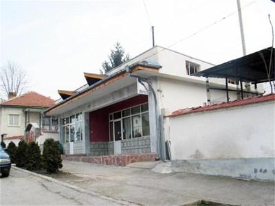 Заведението в Долни Дъбник, където бе убит бизнесменът Тани Танев.