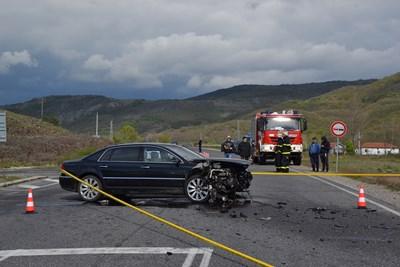 Колата на Лютви местан след катастрофата, при която загина бебе.