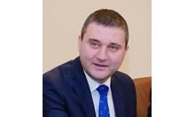 Стартът на експерта Горанов е при Костов, успехът и оставката при Борисов, бъдещето си е негово