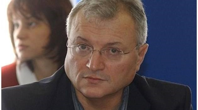 Българският мъж получи 2 ритника