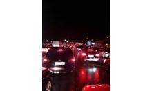 """Хиляди чакат 9 часа на """"Калотина"""", за да се приберат в България (Снимки)"""