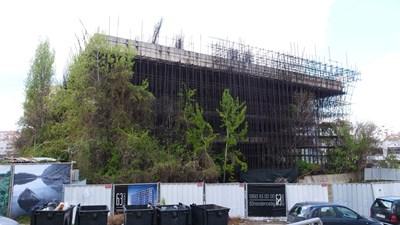 Така изглежда в момента спрелият преди 30 г. строеж. Оказа се обаче, че УС на фонда още не е гласувал даряването му. СНИМКА: Йордан Симeонов